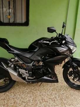 Se vende hermosa  moto Kawasaki z250