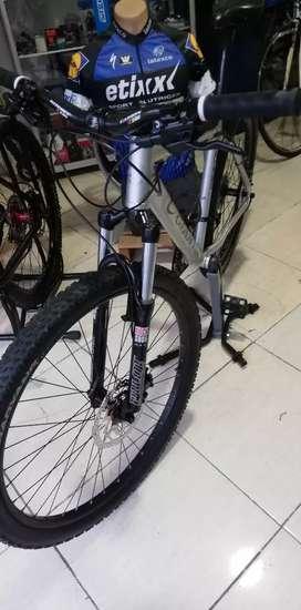 Vendo bicicleta Giant 27.5
