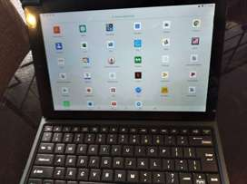 TABLET WITH FOLIO KEYBOARD