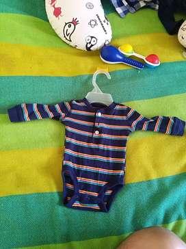 Se vende ropa de bebe