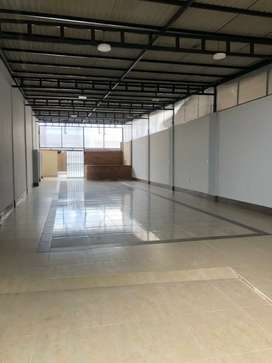 Se alquila moderno y amplio local comercial de 350 mts2.