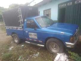 Ganga se vende camioneta Nissan TL720T de placas blancas