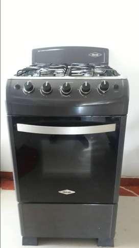 Estufa de 4 puestos y con horno