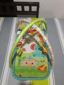Gimnasio para estimulacion y entretenimiento del bebé
