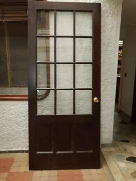 Puerta con vidrio biselado