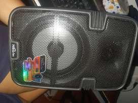 Bocina portátil Smart recargable pequeño. Con 1 mes de uso