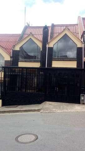 Remato hermosa Casa en Tunja de 170 M2, estrato 4, tres niveles,  zona segura,  cerca a parques  comodidad transporte