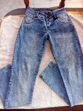 Vendo calza y jean remera 100 c/u campera laycra larga $ 300