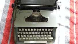 Antigua Máquina De Escribir Olympia Under 1969 Con estuche