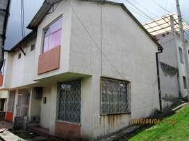 Confortable casa esquinera de venta en El Conde 1