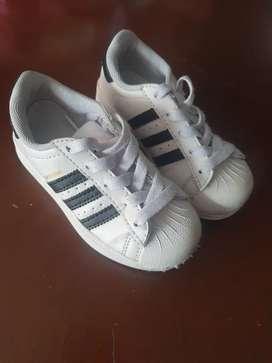 Botas, tenis, zapatos para niña talla 26