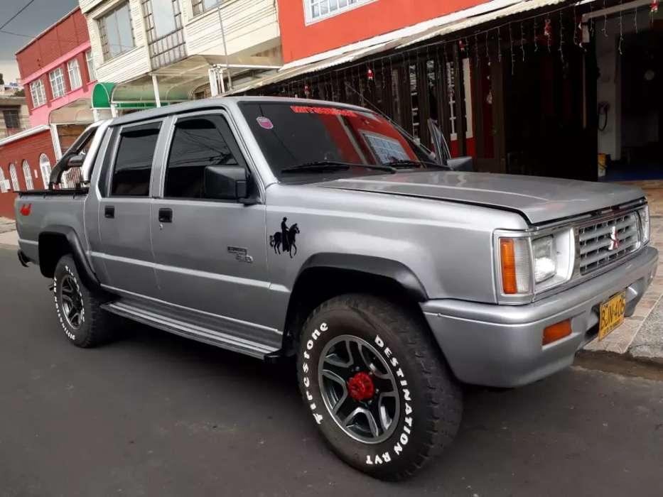 vendo camioneta mitsubishi l200 4x4 como nueva mecánica
