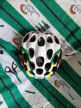 Se vende casco de bicicleta de montaña alta gama marca huL
