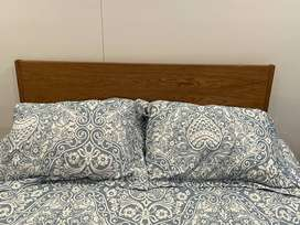 Cama doble de muebles y accesorios con colchón spring