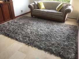 Vendo hermoso tapete gris y plateado en perfecto estado!