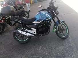 Vendo gsx R 150 modelo 2012