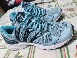 Vendo zapatillas nuevas de mujer.  Talle 39. Nuevas me quedaron grandes