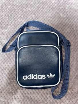 Carriel Adidas
