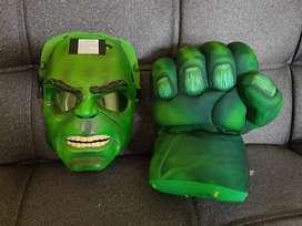 Mascara y puño de Hulk originales