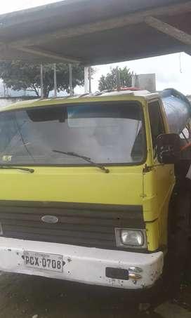 Vendo Ford trader camion tanquero de 6 metros