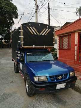 Camioneta LUV 2500 de Estacas