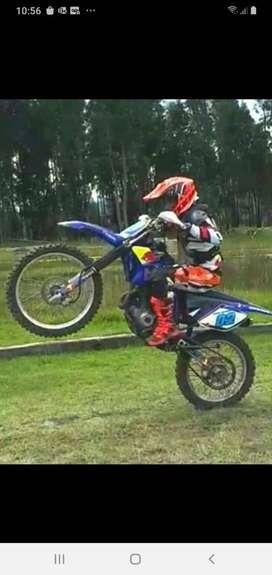 Motocicleta de competencia Yamaha TTR230A