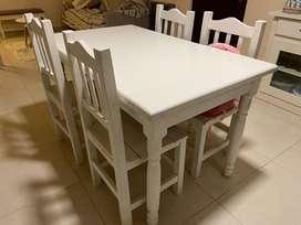 Vendo juego de mesa y silas de madera pintadas en blanco