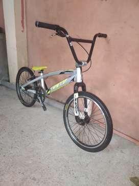 Se Vende, Bicicleta Bmx de carrera 9/10