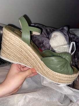 Sandalias de tacon totalmente nuevas