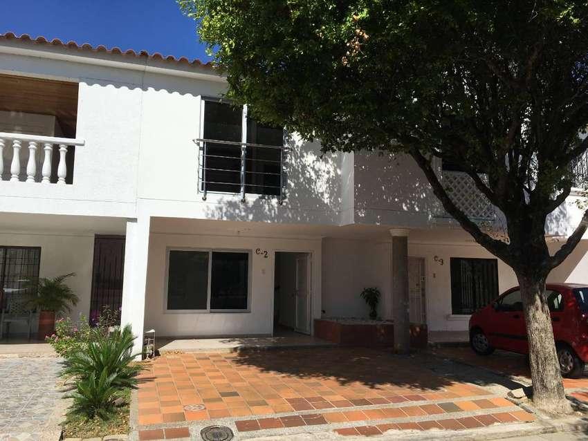 Vendo o Permuto Casa en Conjunto cerrado al norte de Valledupar, a una cuadra del la glorieta del pedazo de acordeón. 0