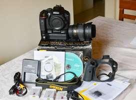 Camara Nikon D5300 con lente 18-55 mm y accesorios