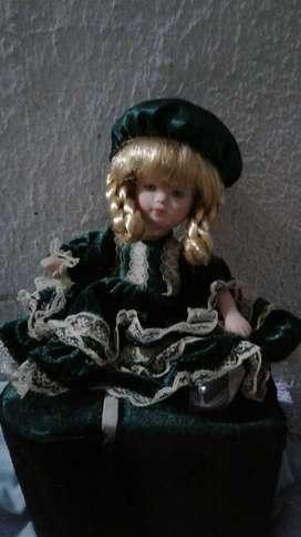 Antigua Muñeca en Porcelana Inglesa