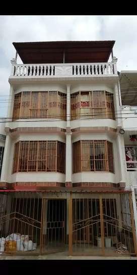 Se vende casa  de cuatro pisos en urbanización El bosque