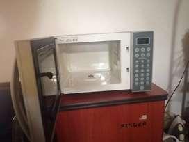 Combo televisor más horno microondas