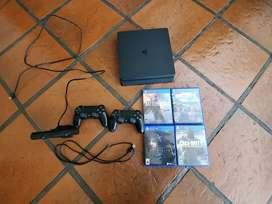 Ps4 negra, cámara, dos controles originales y juegos originales