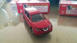 Nissan Xtrail Diecast Tomica Escala 1 64
