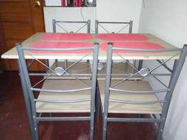 Venta de juego de comedor más 4 sillas desarmablee
