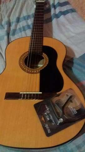 Vendo guitarra marca gracia  M7 ,como nueva estuche ,puas,portatraste