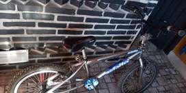 Bicicleta tipo BMX rodado 20 buen estado poco uso