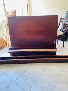Vendo Cama Semi doble de madera, con tablas y 3 colchones