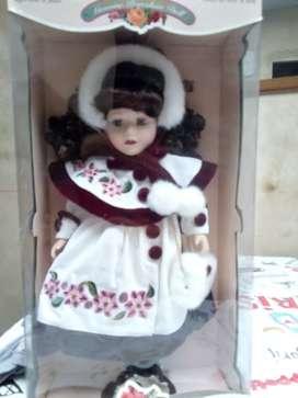 Muñeca de colección importada