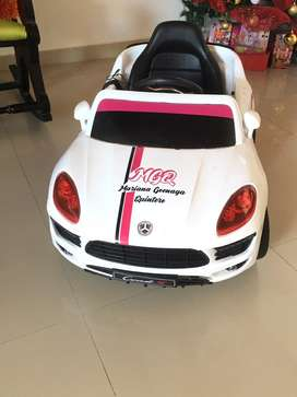 Vendo hermoso carro  de niña