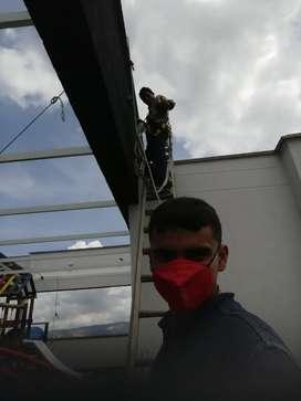 Buscó trabajo como auxiliar eléctrico tengo curso de alturas vigente  o de construcción