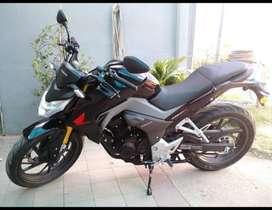 Moto Honda CB190. Color negro. Modelo 2018