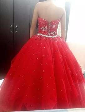 Se alquila vestido de quinceañera