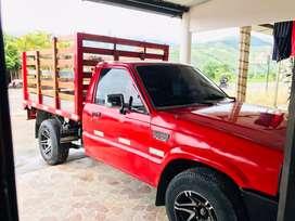 Vendo o permuto hermosa camioneta mazda B2200 con bajo en excelente estado papeles al dia lista para trabajar