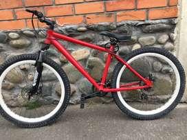Bicicleta roja, aro 28