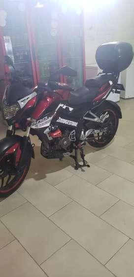 Se vende moto pulsar 200 como.nueva