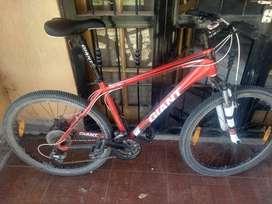 Bicicleta mtb GIANT REVEL 3