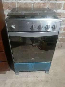 Vendo por necesidad una hermosa cocina en buen uso solo tiene un mes de uso es completamente nueva